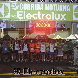 3-corrida-noturna-reuniu-mais-100-atletas-109-1