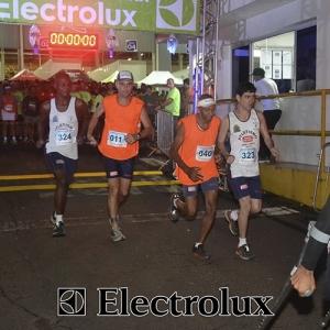 3-corrida-noturna-reuniu-mais-100-atletas-109-14