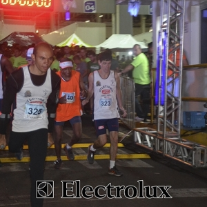 3-corrida-noturna-reuniu-mais-100-atletas-109-16