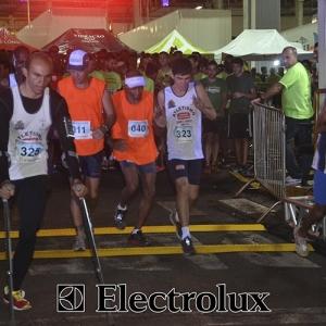3-corrida-noturna-reuniu-mais-100-atletas-109-17