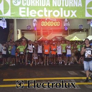 3-corrida-noturna-reuniu-mais-100-atletas-109-2