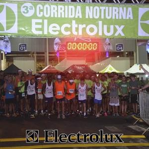 3-corrida-noturna-reuniu-mais-100-atletas-109-21