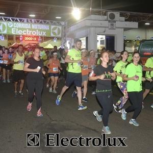 3-corrida-noturna-reuniu-mais-100-atletas-109-25