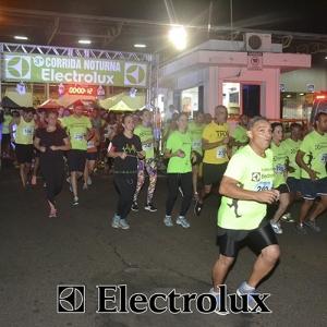 3-corrida-noturna-reuniu-mais-100-atletas-109-26