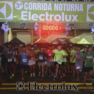 3-corrida-noturna-reuniu-mais-100-atletas-109-30