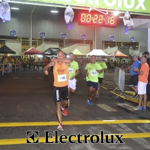 3-corrida-noturna-reuniu-mais-100-atletas-109-32