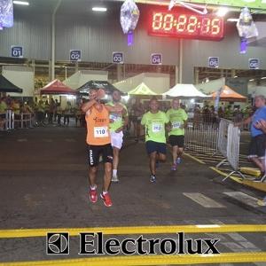 3-corrida-noturna-reuniu-mais-100-atletas-109-33
