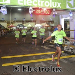 3-corrida-noturna-reuniu-mais-100-atletas-109-34