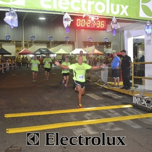 3-corrida-noturna-reuniu-mais-100-atletas-109-35