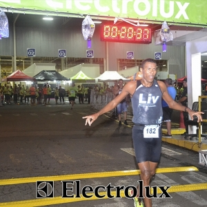 3-corrida-noturna-reuniu-mais-100-atletas-109-37