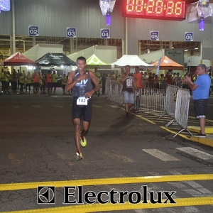 3-corrida-noturna-reuniu-mais-100-atletas-109-38