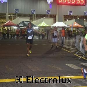 3-corrida-noturna-reuniu-mais-100-atletas-109-39