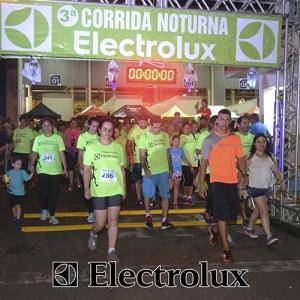 3-corrida-noturna-reuniu-mais-100-atletas-109-4
