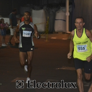 3-corrida-noturna-reuniu-mais-100-atletas-109-41