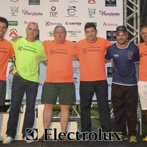 3-corrida-noturna-reuniu-mais-100-atletas-109-45